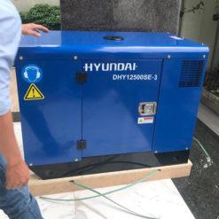 Máy phát điện 12KVA 3pha chạy dầu. Hyundai DHY12500SE-t3